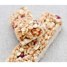 Red berry flavour crunchy snack bar